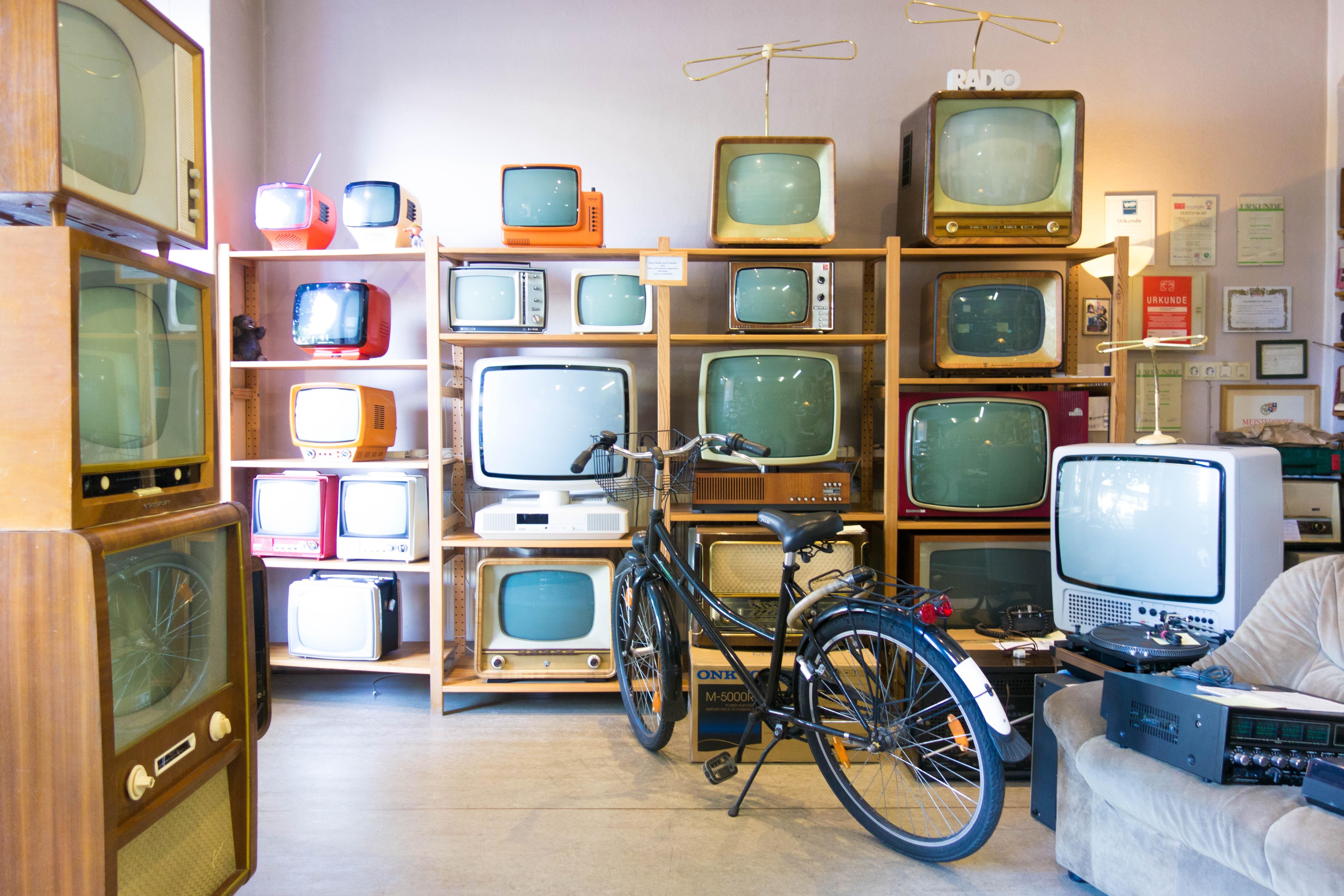 television marketing de videos video redes sociales publicidad pantalla led.jpg