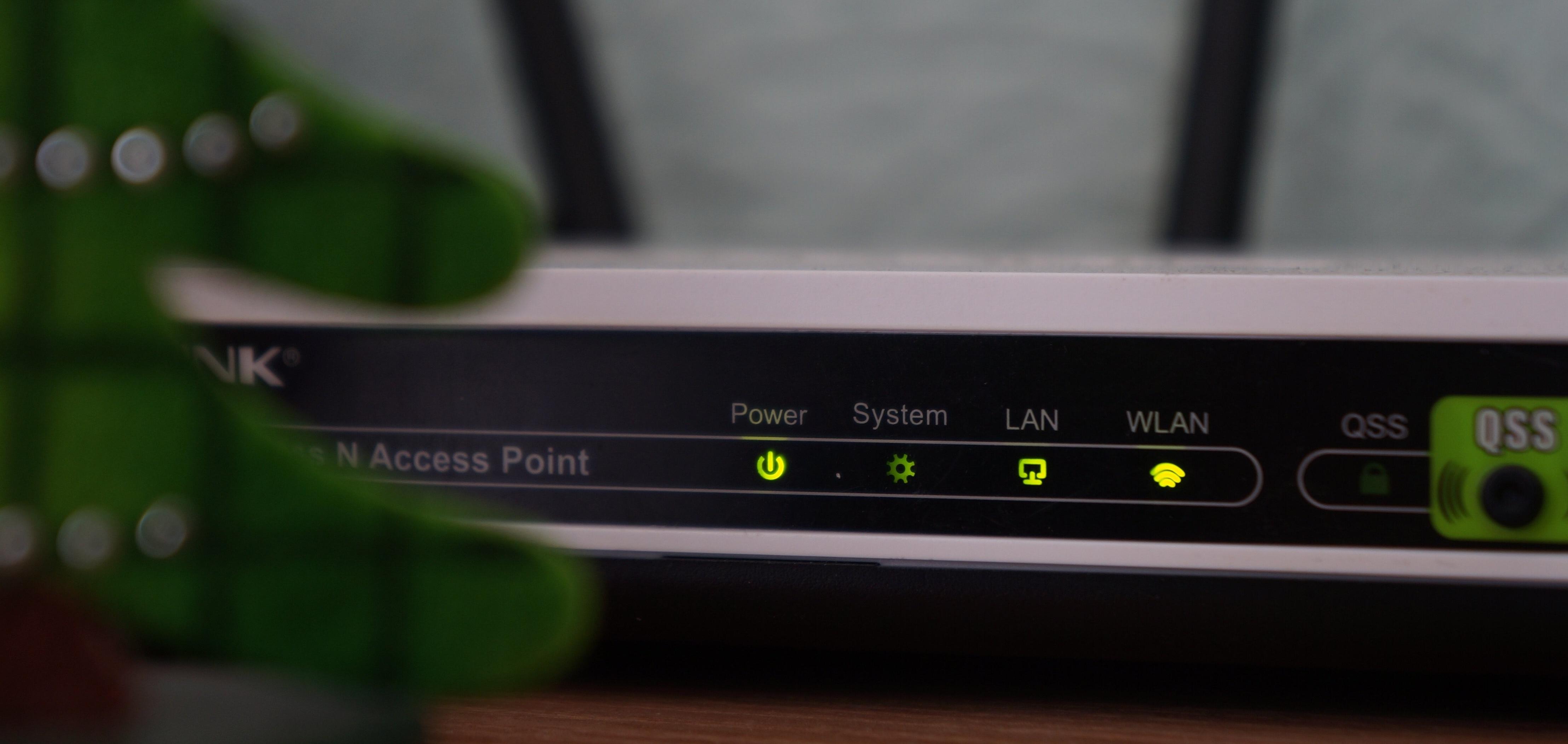 router wifi conexion internet conectados hoteles wifi bares-550392-edited.jpg